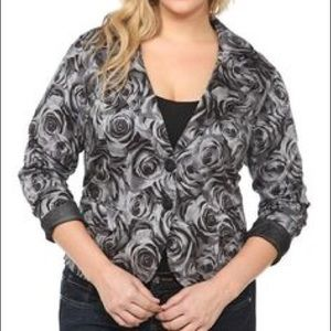 Torrid Black & White Rose Printed Blazer Jacket